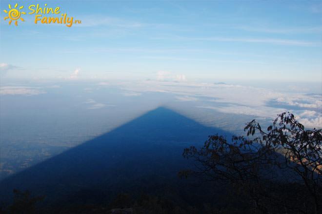 Тень от горы от Агунг