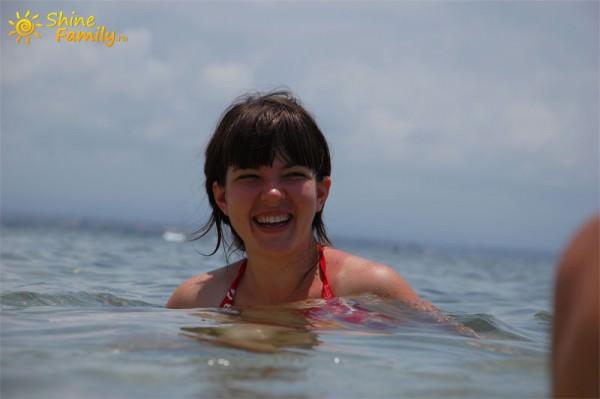 Ирина нежется в прохладной водичке