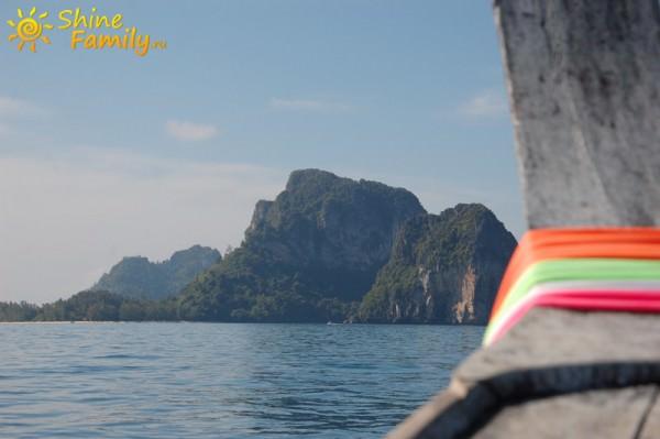 Подплываем к первому острову
