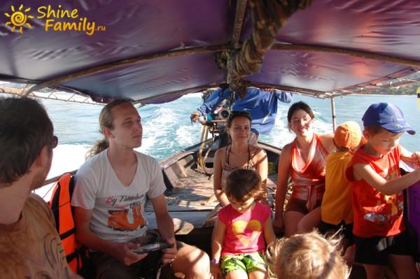 Наша лодка под тентом