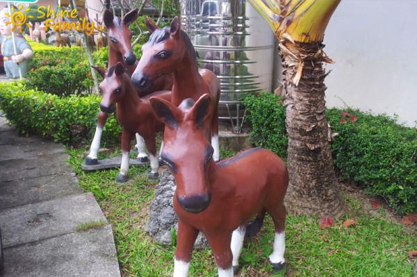 целое стадо лошадей