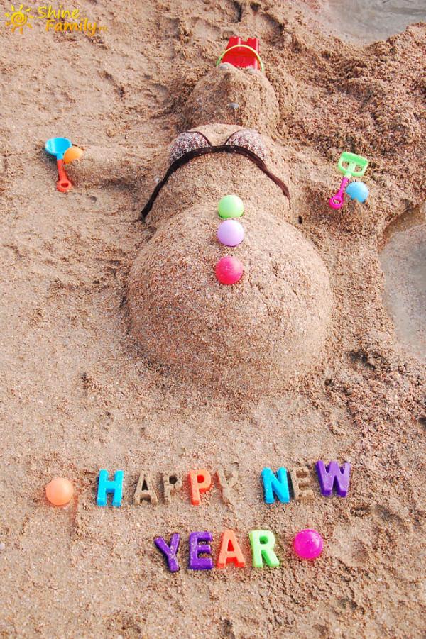 Снеговик из песка на пляже Ао Нанга