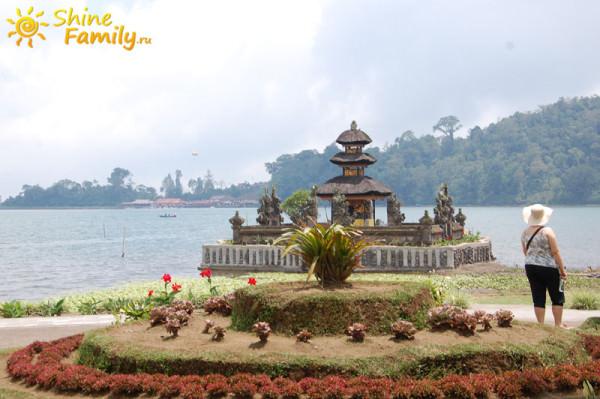 Pura_Ulun_Danu_temple_002