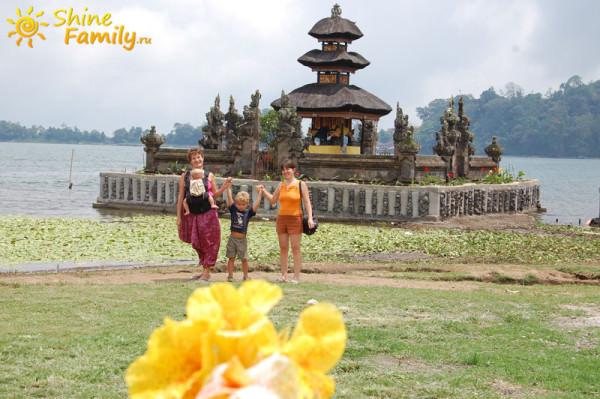 Pura_Ulun_Danu_temple_003