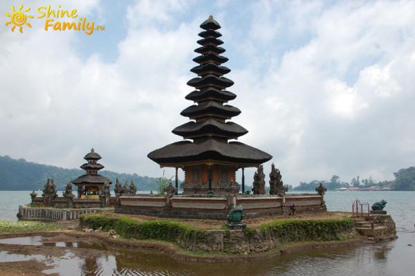 Pura_Ulun_Danu_temple_004