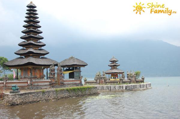 Pura_Ulun_Danu_temple_009
